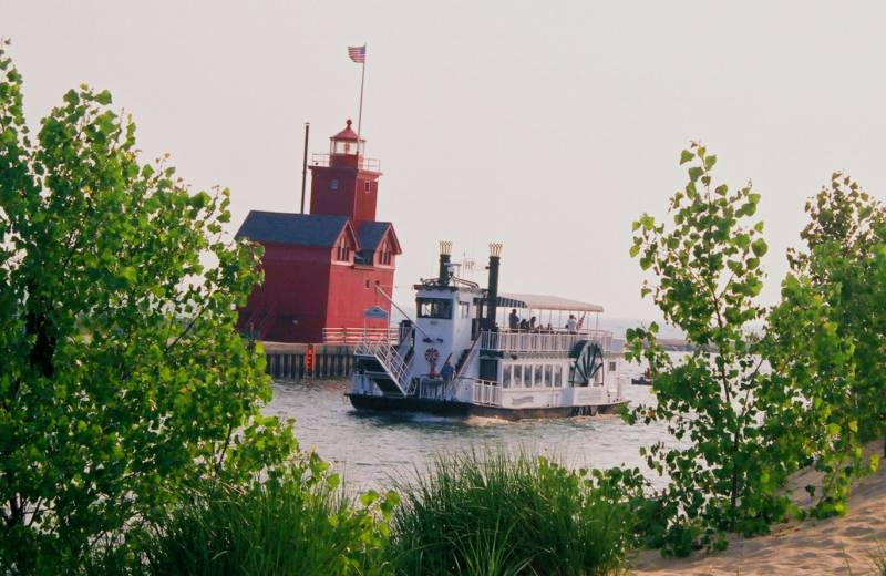 Holland princess dinner cruises holland michigan attractions for Tiny house holland michigan